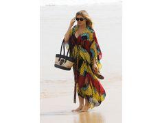 La robe de plage comme Fergie Comme le paréo, la robe de plage est un indémodable. Fergie l'a bien compris, on ne lésine pas sur les imprimés. Après tout, c'est une pièce destinée à être portée sur le sable chaud.