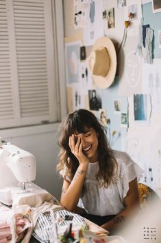 Girl Inspiration, Photoshoot Inspiration, Sewing Room Design, Business Headshots, Posing Tips, Creative Workshop, Student Fashion, Future Fashion, Fashion Studio