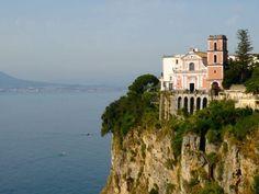 En Vico Equense se encuentra la iglesia más bella de italia.