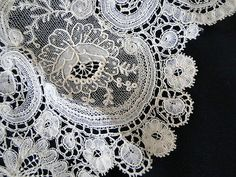 A superb antique Victorian fine Brussels Point de Gaze needlepoint lace collar. It has a beautiful dense design of scrolls and flowers with raised petal Roses. The lace is very finely worked in rich cream threads. Needle Tatting, Needle Lace, Bobbin Lace, Linens And Lace, Lace Ribbon, Lace Collar, Lace Making, Antique Lace, Pink Peonies