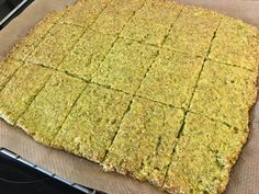 Broccoli Bread for a Power Body! – Pure, Delicious & Healthy Broccoli Bread for a Power Body! Paleo Pizza, Paleo Bread, Low Carb Bread, What's For Breakfast, Low Carb Breakfast, Low Carb Recipes, Healthy Recipes, Superfood Salad, Healthy Detox
