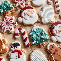 15 Christmas baking like Christmas tree you can copy - ibaz Christmas Sugar Cookies, Christmas Sweets, Christmas Cooking, Christmas Mood, Christmas Goodies, Holiday Cookies, Merry Christmas, Christmas Ideas, Iced Cookies