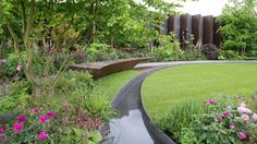 London's annual Chelsea Flower Show is on this week. Via your Repost from The Chelsea Barracks Garden inspired by the heritage of the Chelsea Barracks site. by bbc_travel Chelsea Flower Show, Landscape Architecture, Landscape Design, Chelsea Garden, Home Garden Design, Water Walls, Water Features In The Garden, Fence Landscaping, Garden Show