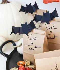 Dulces Halloween, Halloween Gift Bags, Casa Halloween, Halloween Treat Boxes, Adornos Halloween, Halloween Treats For Kids, Easy Halloween Crafts, Halloween Party Favors, Halloween Goodies
