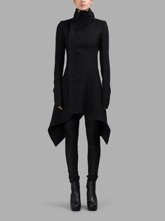 Rick Owens – Coats 09 3904 Source by carolfacca The post Rick Owens – Coats appeared first on How To Be Trendy. Dark Fashion, Gothic Fashion, Winter Fashion, Steampunk Fashion, Mode Outfits, Fashion Outfits, Womens Fashion, Fashion Trends, Fashion Details