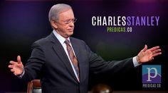 El Pastor Charles Stanley predicando en su iglesia