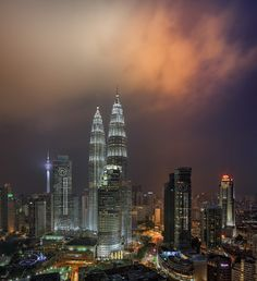 "https://flic.kr/p/t5AH3E | Clouds over the Petronas Twin Towers | Fast moving clouds above the Petronas Twin Towers, illuminated by the obscured Public Bank tower as well as the twin towers.  <b><a href=""http://www.frozenlite.com"" rel=""nofollow"">Website</a> 