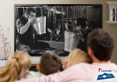 """Sugli schermi di #LacteaseMovies troviamo la simpatica coppia Fernandel - Gino Cervi in una scena tratta dal #film """"Don Camillo"""" del 1952. #DonCamillo e #Peppone si trovano in una stalla, intenti a bere del #latte appena munto."""