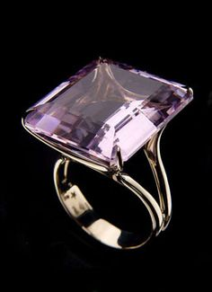 Stern 'Highlight' Ring in noble gold with amethyst. Purple Jewelry, Amethyst Jewelry, Jewelry Box, Jewelry Rings, Jewelry Accessories, Jewellery, Smoky Quartz Ring, Ring Verlobung, Gold Ring