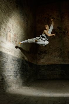 Chinese martial art Shaolin Kungfu Black & white photo.Unreal but happening. http://smb06.com/free-christian-apps-lead-scraper-and-more1389942103