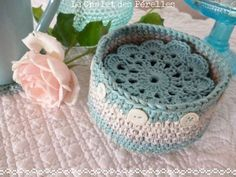 Cute idea @ Le Chalet des Perelles - little basket (link to pattern from Bunny Mummy) used to store coasters (link via Lulu Loves to Sandi Marshall pattern)