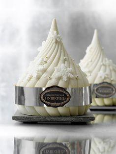 Café Pouchkine: Collections d´Hiver Beaux Desserts, Fancy Desserts, Delicious Desserts, Beautiful Desserts, Beautiful Cakes, Mini Cakes, Cupcake Cakes, Cupcakes, Diy Dessert