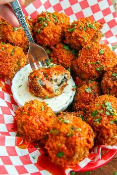 Cheesy Buffalo Mushroom Poppers Recipe : Crispy fried mushrooms stuffed with cheese and jalapenos served smothered in buffalo hot sauce! Fried Mushrooms, Stuffed Mushrooms, Crispy Mushrooms Recipe, Fried Mushroom Recipes, Vegetarian Recipes, Cooking Recipes, Healthy Recipes, Detox Recipes, Cooking Tips