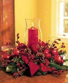 Otros adornos de Navidad tienen que ver con centros y conjuntos con velas y motivos navideños como los que se muestran a continuación y, ...