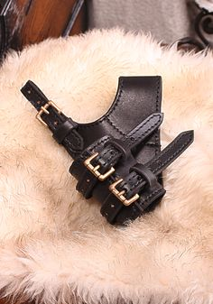 Sword Holder Adventurer   This sword holder made of robust top-grain leather can be adjusted via straps to LARP swords or daggers just perfectly.   The tilt angle of the sword holder can be adjusted via a strap at the sword hanger....