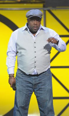 Cedric the Entertainer Vest - Cedric the Entertainer looked spiffy in a light gray vest over a white shirt. Mens Plus Size Fashion, Chubby Men Fashion, Large Men Fashion, Big Fashion, Mens Fashion, Big Guys, Tall Guys, Sharp Dressed Man, Well Dressed Men