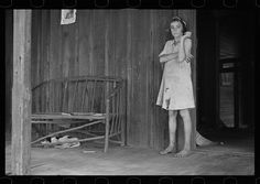 Daughter of a sharecropper, Lauderdale County, Mississippi. Library of Congress Prints and Photographs Division. Franklin Roosevelt, Grapes Of Wrath, Great Depression, Western World, Library Of Congress, Kinds Of People, Women In History, Black And White Photography, Mississippi