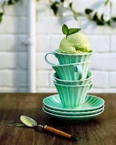 Green tea ice cream scooped into the Majorelle Teacup and Saucer// The colors are just really pretty. Verde Vintage, Green Tea Ice Cream, Cream Tea, Granita, Color Menta, Mint Color, Sorbets, Green Table, Decoration Table