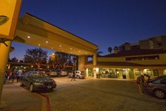 Ideally located adjacent to the pedestrian walkway to #Disneyland and #CaliforniaAdventure. Tropicana Inn is just a short 5-minute walk to the main entrance of both Parks.