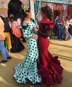 Traje de flamenca verde agua con lunar negro y Traje de flamenca rojo vino @marybenitezlopez Spanish Fashion, Spanish Style, Mode Simple, Ballet Tutu, Summer Wardrobe, Playing Dress Up, Fashion Dresses, Gowns, Style Inspiration