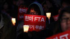 이명박 대통령의 FTA 비준안 서명을 사흘 앞둔 26일 비준 무효화를 촉구하는 대규모 집회가 열렸습니다.