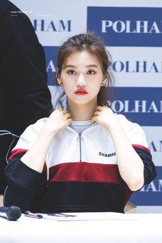 Weki Meki - Doyeon Kpop Girl Groups, Kpop Girls, Oh My Girl Yooa, Choi Yoojung, Kim Sejeong, Jennie Lisa, Seolhyun, Ulzzang Fashion, Ioi