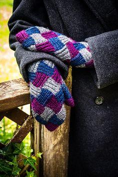 Ravelry: Entrelac Folk Mittens pattern by Laura Barker