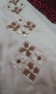j'ai envie de construire un blog autour de la couture randa marocaine et de la broderie , mais j'iame aussi tout ce qui est creatif,cuture, dessin, tricots, etc...j'espere evoluer grace a ce blog et apprendre plein de choses grace aux commentaires des internautes Hand Embroidery Design Patterns, Saree Embroidery Design, Hand Embroidery Flowers, Hand Embroidery Tutorial, Hand Work Embroidery, Embroidery On Clothes, Simple Embroidery, Hand Embroidery Stitches, Polish Embroidery