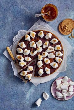 S'mores-piiras | Leivonta, Juhli ja nauti, Jälkiruuat, Makea leivonta | Soppa365 Pie, Sweet, Desserts, Food, Torte, Candy, Tailgate Desserts, Cake, Deserts
