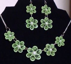 Green Flower Quilling pendant necklace for kids - Quillingpaperdesigns Paper Quilling Earrings, Paper Quilling Designs, Quilling Paper Craft, Quilling Craft, Quilling Patterns, Quilling Tutorial, Paper Bead Jewelry, Paper Beads, Origami
