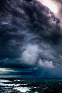 Hurricane on the way by RiccardoMantero - The Ocean And The Clouds Photo Contest Beautiful Sky, Beautiful World, Cool Pictures, Beautiful Pictures, Dame Nature, Tornados, Thunderstorms, Storm Clouds, Belleza Natural