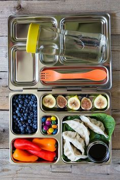 What You Actually Need to Pack No-Waste, Eco-Friendly School Lunches - Going Zero Waste: eco friendly lifestyle tips, recipes, and diys - conscious Boite A Lunch, No Waste, Green Living Tips, Living At Home, Do It Yourself Home, Sustainable Living, School Lunches, Bag Lunches, Work Lunches