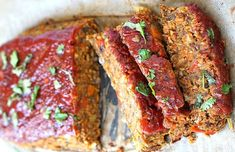lentil loaf is topped with a ketchup glaze. It's a delicious vegetarian and vegan take on the classic meatloaf.This lentil loaf is topped with a ketchup glaze. It's a delicious vegetarian and vegan take on the classic meatloaf. Ketchup, Whole Food Recipes, Healthy Recipes, Dinner Recipes, Protein Recipes, Coconut Recipes Vegetarian, High Protein Vegan Meals, Vegan Food, Dinner Ideas