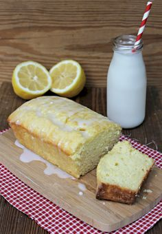 This rich and creamy Lemon Sour Cream Pound Cake is the perfect balance between tart and sweet. The flavors of this pound cake really gets your taste buds zinging! Lemon Desserts, Lemon Recipes, Easy Desserts, Sweet Recipes, Delicious Desserts, Dessert Recipes, Yummy Food, Easy Sweets, Lemon Cakes