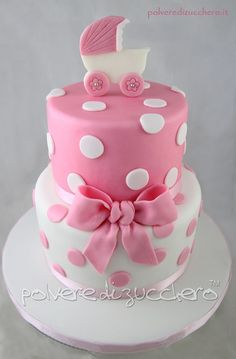 Extraordinary baby shower cakes : Look here for baby shower cake inspiration : even if you're ordering from a bakery, this can help you get an idea of what you want! Torta Baby Shower, Tortas Baby Shower Niña, Girl Shower Cake, Baby Shower Cupcakes For Girls, Baby Shower Desserts, Fancy Cakes, Cute Cakes, Amazing Baby Shower Cakes, Bolo Fack