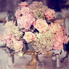 love the colors in this Bouquet Centerpieces