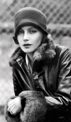 Greta Garbo, 1925 A Day In The Life represents History. Greta Garbo was truly a beautiful woman. Golden Age Of Hollywood, Vintage Hollywood, Hollywood Glamour, Hollywood Stars, Classic Hollywood, Divas, Vintage Glamour, Vintage Beauty, Louise Brooks