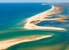 Há um Algarve Bom, o das pontas, que merece ser salvo dos ativos tóxicos do Algarve Mau das sunset pool parties, sardinhas on carvon e do chicken piri-piri
