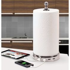 The Four Device Charging Paper Towel Holder / TechNews24h.com