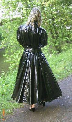Raincoats For Women April Showers Vinyl Raincoat, Pvc Raincoat, Plastic Raincoat, Black Raincoat, Raincoat Jacket, Raincoats For Women, Jackets For Women, Women's Jackets, Outfit