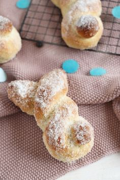 Recipe: Easter bunnies made from quark oil dough – Recipes And Desserts Easter Recipes, Food Blogs, Soul Food, Easter Bunny, Food And Drink, Sweets, Homemade, Snacks, Baking