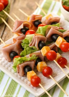 Lunch Kabobs - the perfect lunchtime meal filled with meat and veggies! They're also perfect for parties and barbecues! { }Lunch Kabobs - the perfect lunchtime meal filled with meat and veggies! They're also perfect for parties and barbecues! Snacks Für Party, Lunch Snacks, Healthy Snacks, Healthy Eating, Healthy Recipes, Healthy Lunch Meat, Lunch Party Ideas, Cold Lunch Ideas, Cold Party Food