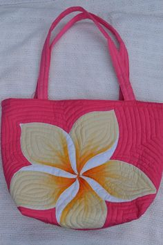 Hand painted Hawaiian bags~ It would be great to find an applique this big to just sew on bag! Hawaiian Crafts, Hawaiian Quilts, Patchwork Bags, Quilted Bag, Burlap Projects, Sewing Projects, Quilt Inspiration, Hawaiian Pattern, Flower Quilts