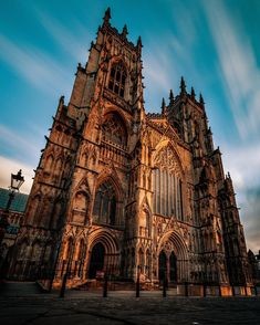 York Minster - Architecture and Urban Living - Modern and Historical Buildings - City Planning - Travel Photography Destinations - Amazing Scary Places Architecture Jobs, Cathedral Architecture, Gothic Architecture, Beautiful Architecture, Beautiful Buildings, Beautiful Places, York Uk, New York, York Minster
