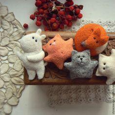 Купить Брошечки - белый, шерсть, Валяние, кот, котик, котенок, брошь, брошка, украшение, подарок