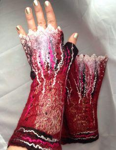 Fingerless felted   Gloves wool burgundy maroon gold por Tatiana123, $45.00