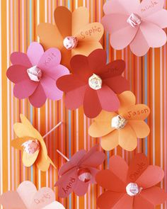 Sweet Tidings: Handmade Valentines for Kids - Martha Stewart Kids' Crafts Kinder Valentines, Valentine Day Crafts, Holiday Crafts, Holiday Fun, Homemade Valentines, Valentine Ideas, Valentine Heart, Valentines Weekend, Printable Valentine