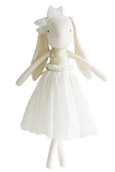 (http://www.spearmintlove.com/bunny-doll-ivory/)