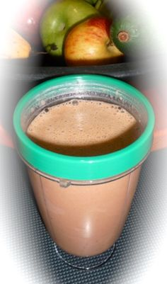 Diabetic Friendly Smoothie Recipe: Chocolate Smoothie.  Just like a chocolate milkshake only healthy!  Click through to make this tasty, 100% natural, 0% processed food smoothie that is 100% diabetic friendly.