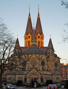 The astounding, massive Ring Church (Ringkirche) in Wiesbaden, Germany, built in the 1890's in transitional Gothic-Romanesque style.  Must be magnificient inside!